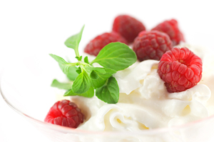 Соевый йогурт с малиной