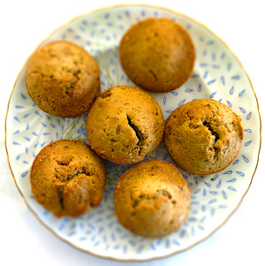 Goji marjade ja basiiliku seemnete muffinid
