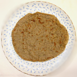 Basiiliku seemnetega pannkook