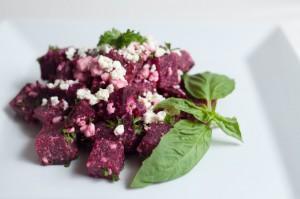 Kinoa-tofu salat peediga
